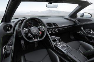 Das Cockpit zitiert Formel-Rennwagen.