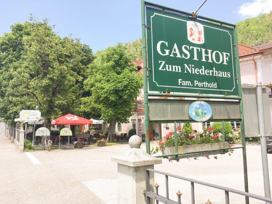 Unser heutiger Gourmet-Tipp für Cabriofahrer: Gasthof Zum Niederhof in St. Aegyd am Neuwalde im südlichsten Mostviertel in Niederösterreich, an der steirischen Grenze (A).