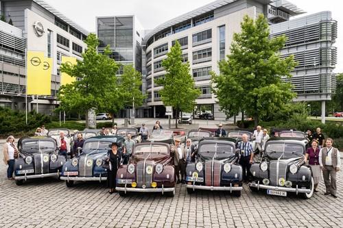 80 Jahre Opel Admiral: Die alten Herren unter sich.