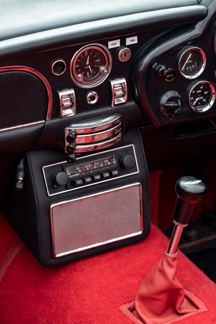 Der orginale Innenraum des Aston Martin DB6 mit Elektroantrieb.