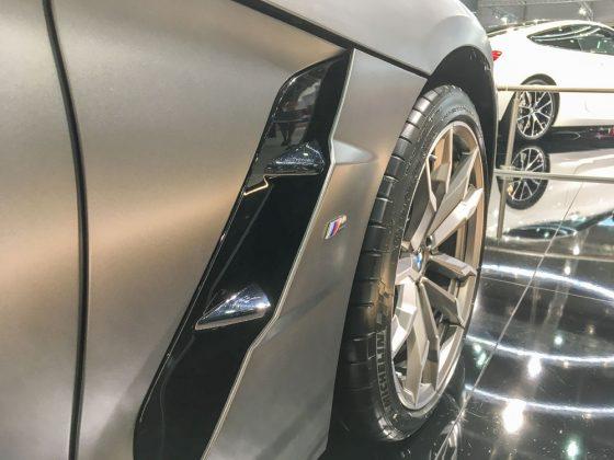 Der Urgroßvater des M40i hieß M-Roadster. Ein 3,2l Saugmotor mit 321 PS brachte den E36/7 in 5,4 Sekunden von Null auf Hundert. Heute hat der M40i gerade mal 19 PS mehr, nämlich 340 PS. Die katapultieren ihn aber in 4,6 Sekunden auf 100 Km/h. Foto: © Mario Kranabetter 2019