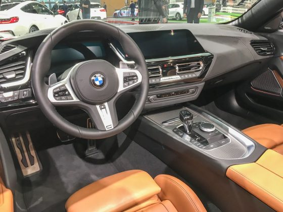 Wenn man im neuen Z4 Platz nimmt wird man BMW-typisch verwöhnt. Kantig, unverspielt und kühl ist alles sehr ergonomisch auf den Fahrer oder die Fahrerin ausgerichtet. Foto: © Mario Kranabetter 2019