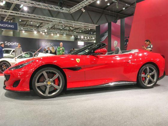 Ferrari war einer der weniger Hersteller die mehr als ein Cabrio am Stand hatten. Der Portofino kommt in klassischem Ferrari Rot, mit Frontmotor und Heckantrieb. Foto: © Mario Kranabetter 2019