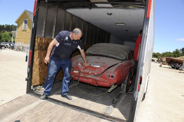 BMW 507: Übergabe an Jack Castor`s Garage im Jahr 2014. Foto: BMW