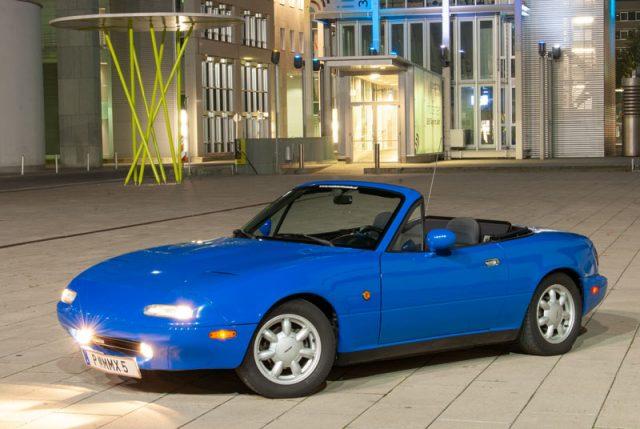 1991 Mazda MX-5 NA marineblue.