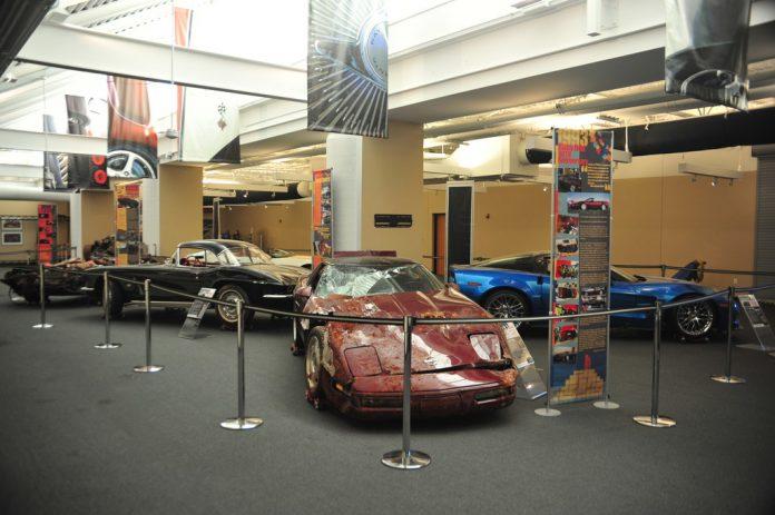 Sonderausstellung mit fast allen geborgenen Corvette Foto: Auto-Medienportal.Net/National Corvette Museum