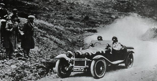 Mille Miglia 1930: Tazio Nuvolari und Beifahrer Gian Battista Guidotti im Alfa Romeo 6C 1750 Gran Sport Spider Zagato. Foto: Auto-Medienportal.Net/FCA