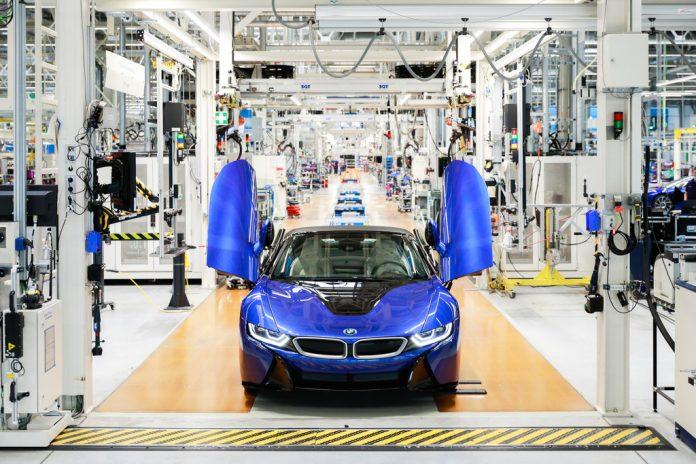 Produktionsende: Der letzte BMW i8 ist ein blauer Roadster. Foto: Auto-Medienportal.Net/BMW