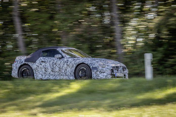 Getarnte Vorserienfahrzeuge auf Erprobungsfahrt: Mercedes-AMG SL Roadster. Foto: Auto-Medienportal.Net/Daimler