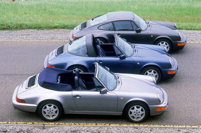 Porsche 911 Carrera 4 3,6 Cabriolet (vorn), 911 Carrera 4 3,6 Targa und 911 Carrera 4 3,5 Coupé, alle Jahrgang 1990. Foto: Auto-Medienportal.Net/Porsche