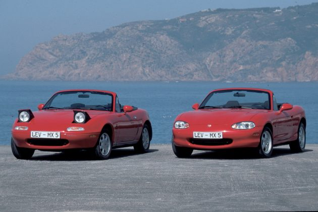 Schlafaugen waren mal modern: Mazda MX-5 erste und zweite Generation. Foto: Auto-Medienportal.Net/Prien