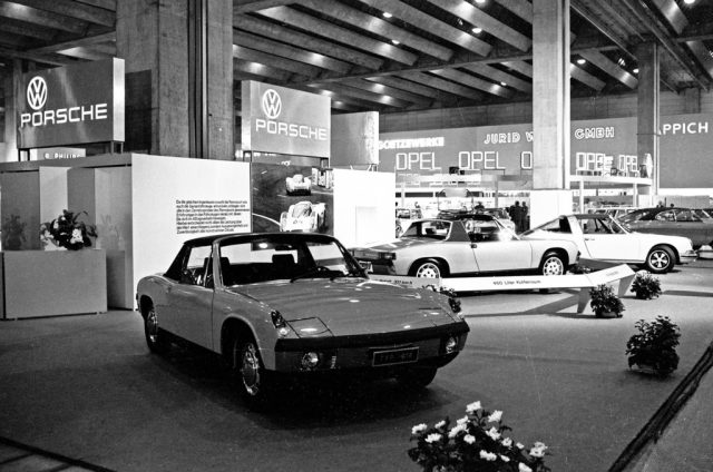 Porsche 914/4 (links) und 914/6 bei der Internationalen Automobilausstellung (IAA) in Frankfurt 1969 Foto: Auto-Medienportal.Net/Porsche